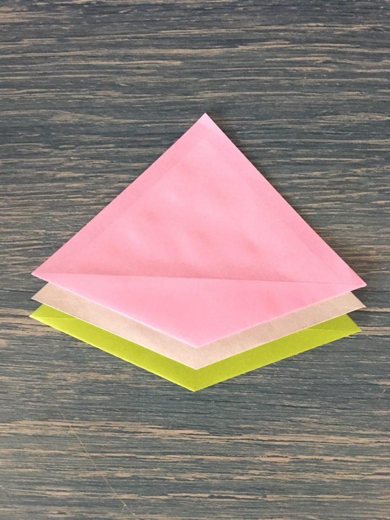 折り紙で作った菱餅の完成
