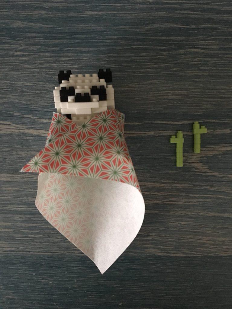 ダイソーのプチブロックで作ったパンダに千代紙を巻く