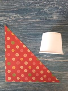 折り紙を三角に切る