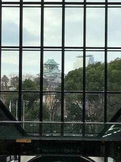 TWIN21の2階通路から見える大阪城