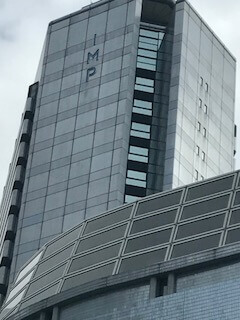 大阪ビジネスパーク駅2号出口から見たIMPビル