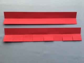 画用紙に折こみ線をいれる