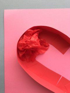 ハートの枠の中に赤いものを詰める