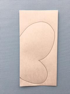 折り紙を半分に折り線を描く