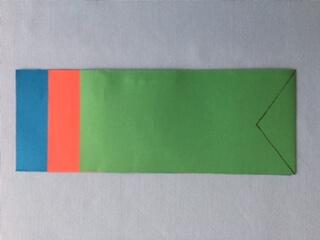 画用紙を「青・赤・緑」の順に長さを変えて、長方形に切る