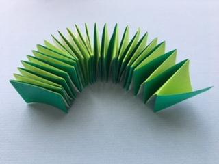 折り紙で茎の部分を作る