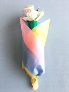 折り紙や紙皿で作った花束