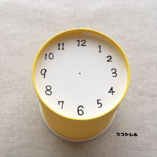 紙コップに時計の文字盤を書く