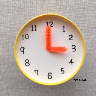 時の記念日の幼稚園製作 時計の針をつける