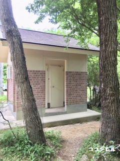自然の森ファミリーオートキャンプ場のトイレ