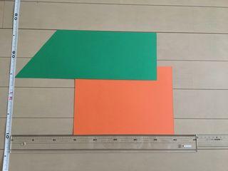 緑の画用紙を置きます。