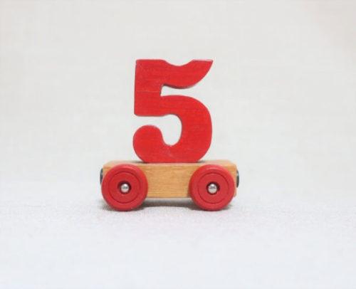 台車に乗った5の数字